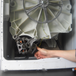 remplacer un charbon de moteur d'un lave-linge