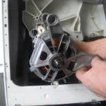 remplacer un charbon d'un moteur de lave-linge